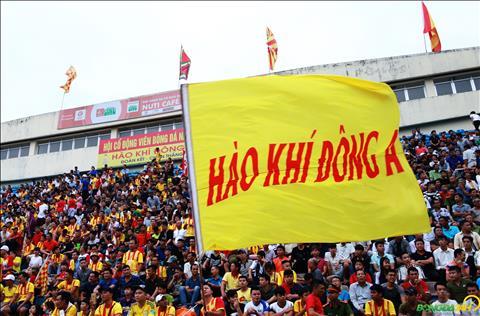 CDV Nam Dinh the hien tinh than nhiet huyet voi doi bong que huong voi co va bieu ngu.