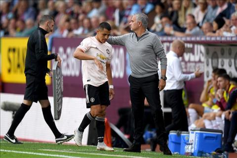 Sanchez bi Mourinho thay ra som truoc Burnley