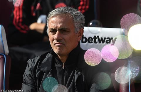 HLV Jose Mourinho trận MU vs West Ham đá đểu ban lãnh đạo Quỷ Đỏ hình ảnh