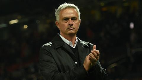 Neville bảo vệ Mourinho trước bão chỉ trích hình ảnh
