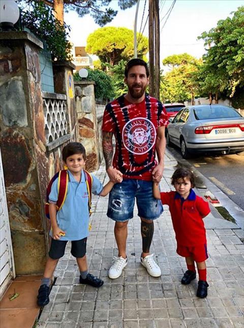 Ngôi sao Messi đưa hai con trai đến trường khai giảng hình ảnh