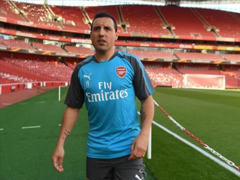 Santi Cazorla khong the chia tay Arsenal bang mot tran dau
