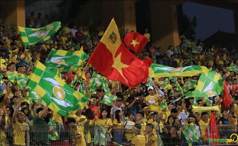 CĐV SLNA đại náo sân Hàng Đẫy trong ngày Hà Nội vô địch V-League hình ảnh