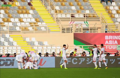 DT Iran co ban nang ti so len 2-0 trong hiep hai.