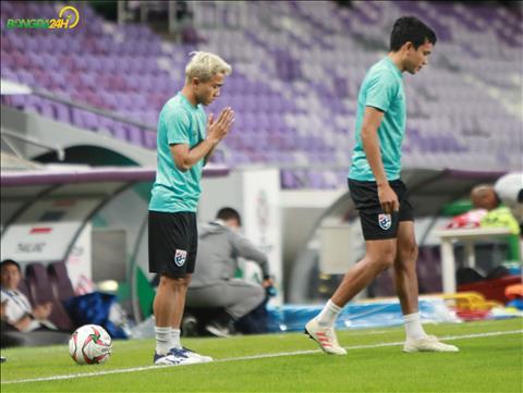Ảnh Messi Thái cầu nguyện trước trận đấu sống còn với chủ nhà UAE hình ảnh 2