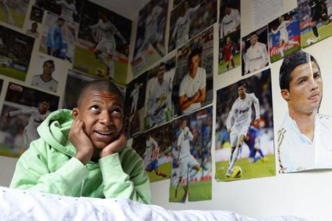 Sao trẻ Mbappe đã gỡ ảnh Ronaldo ra khỏi phòng ngủ hình ảnh