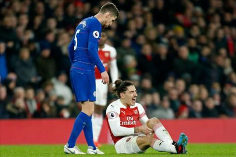 Bellerin dinh chan thuong sau tran thang Chelsea