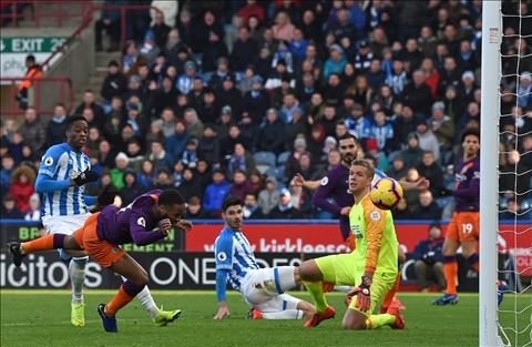 Man City vs Hudder Sterling ghi ban