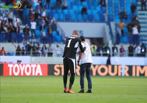 CĐV Jordan lọt xuống sân selfie sau bàn thắng vào lưới Việt Nam hình ảnh