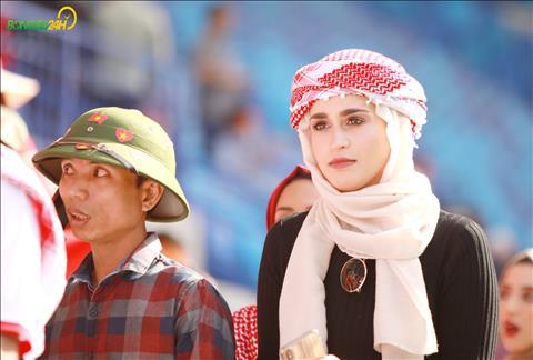Ve dep rang ro cua mot nu CDV Jordan tren khan dai san Al Maktoum.