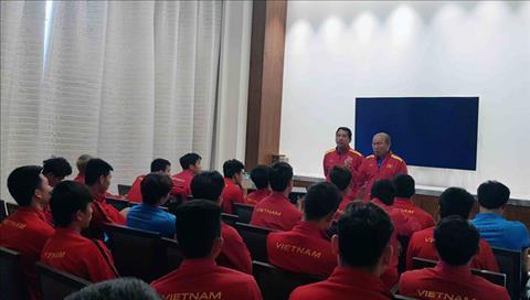 HLV Park Hang-seo cung co nhung nhac nho voi hoc tro truoc tran tu ket Asian Cup 2019 gap Nhat Ban. Anh: VFF.