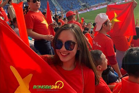 Nữ CĐV Việt Nam trong trận gặp Nhật Bản nhuộm đỏ khán đài hình ảnh