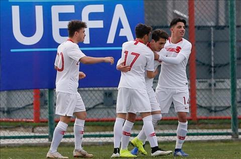 Chelsea và MU muốn có Omer Faruk Beyaz – tiền đạo mới 15 tuổi hình ảnh