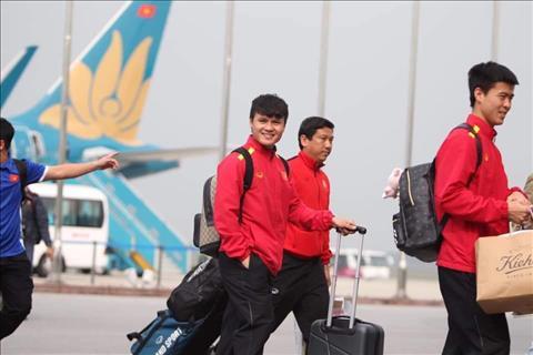 ĐT Việt Nam về nước sau chặng bay dài từ UAE hình ảnh