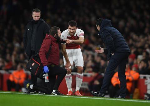 Arsenal nói về chấn thương của Koscielny và Sokratis hình ảnh