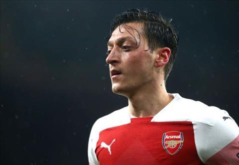 Mesut Ozil tu choi PSG