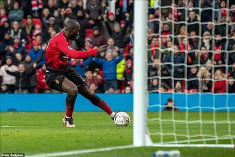 Dư âm MU 2-0 Reading Dạo chơi ở Old Trafford hình ảnh 2