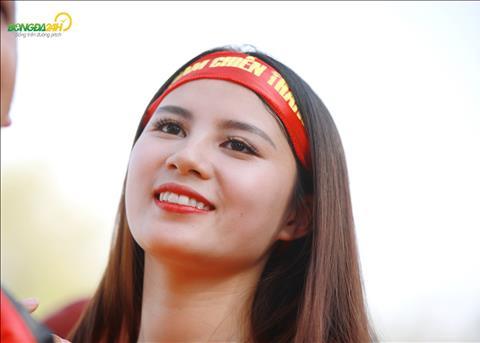 Chùm ảnh Ngất ngây với vẻ đẹp của nữ CĐV Việt Nam tại UAE hình ảnh