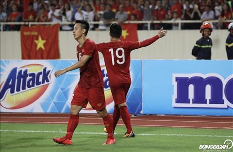 Việt Nam 1-0 Malaysia Hai thái cực giữa Quang Hải và Công Phượng hình ảnh
