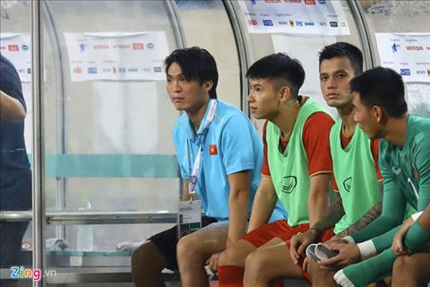 Tuan Anh phai roi san sau 45 phut thi dau truoc Malaysia. Anh: Zing.vn