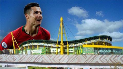 Cristiano Ronaldo sap co san van dong mang ten minh