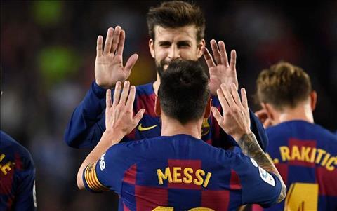 Lionel Messi bị chê nhu nhược, Carles Puyol bênh vực hình ảnh