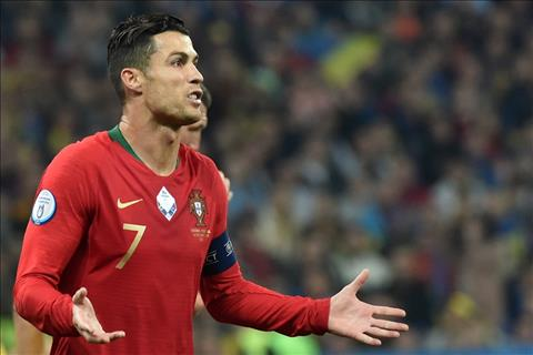 Ukraine 2-1 Bồ Đào Nha Cristiano Ronaldo cán mốc kỷ lục 700 bàn hình ảnh