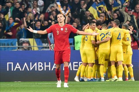 Ukraine chinh thuc gianh quyen tham du VCK Euro 2020 con BDN van phai cho
