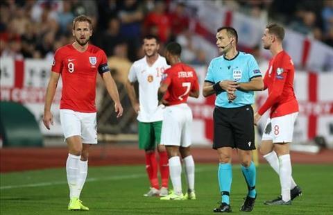 tran dau Anh vs Bulgaria bi tam dung