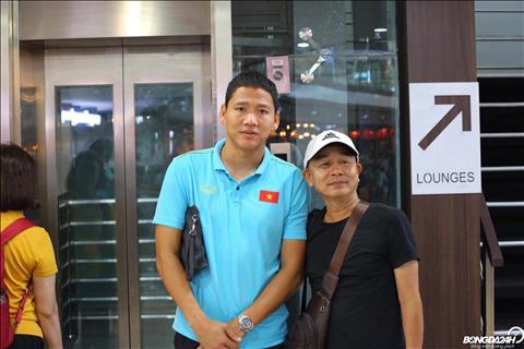 Hình ảnh các tuyển thủ Việt Nam ở sân bay trước khi di chuyển hình ảnh