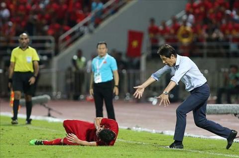 HLV Thái Lan chỉ trích cầu thủ Việt Nam ăn vạ thiếu chuyên nghiệp hình ảnh