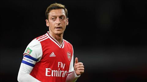 Lý do Mesut Ozil không được HLV Emery sử dụng hình ảnh