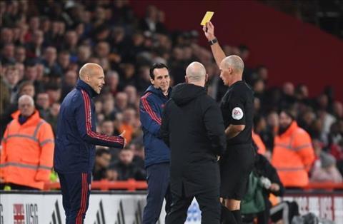 Freddie Ljungberg nhận thẻ vàng ở trận thua Sheffield hình ảnh