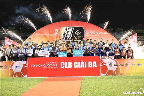 Gianh chien thang 4-2 trong tran dau ha man V-League 2019, Than Quang Ninh gianh vi tri thu ba chung cuoc. Day la ket qua xung dang cho nhung no luc cua doi bong dat mo.