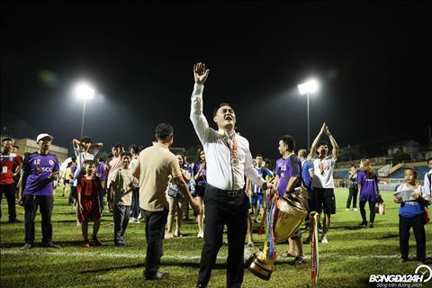 Chu tich Nguyen Quoc Hoi tri an NHM Ha Noi FC da khong ngai duong xa toi co vu cho doi bong.