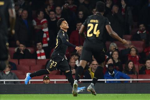 Arsenal 3-2 Guimaraes Cú đúp siêu phẩm đá phạt của Pepe giúp Pháo thủ thắng ngược đỉnh cao hình ảnh 2