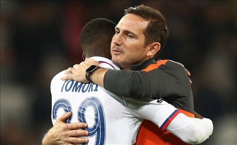 Fikayo Tomori gia hạn hợp đồng với Chelsea hình ảnh