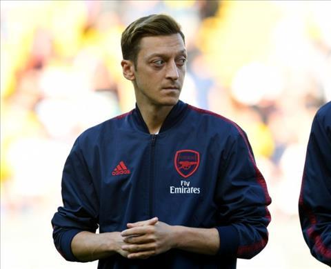 Mâu thuẫn giữa HLV Emery và tiền vệ Ozil  tiếp tục gia tăng hình ảnh