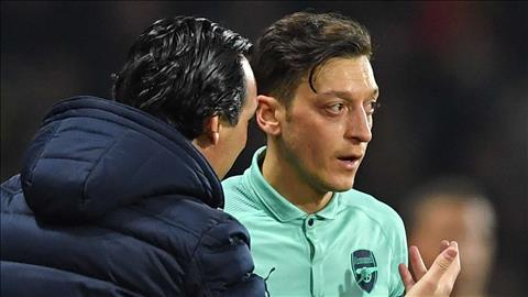Huyền thoại Arsenal hy vọng Emery cuốn gói trước tiền vệ Ozil hình ảnh
