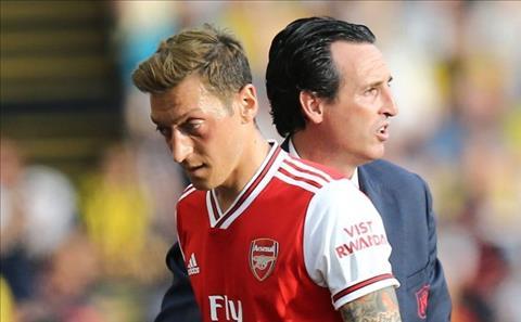 HLV Unai Emery nói về mâu thuẫn với Mesut Ozil hình ảnh