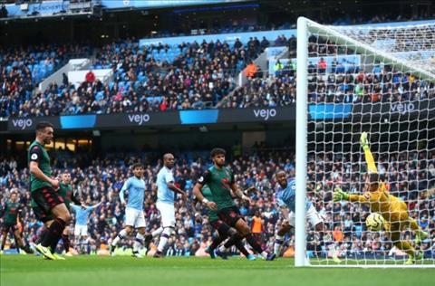 VAR bất lực khi xác định bàn thắng của Man City trước Aston Villa hình ảnh
