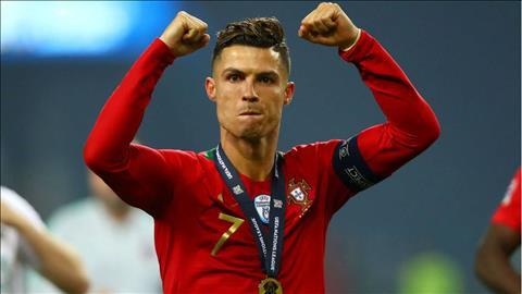 Cristiano Ronaldo thể hiện nghĩa cử cao đẹp với đồng nghiệp nữ hình ảnh