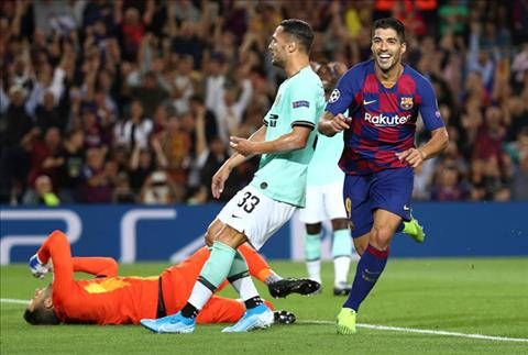 Cung chinh Luis Suarez ghi ban quyet dinh, dem ve chien thang nguoc cho Barca