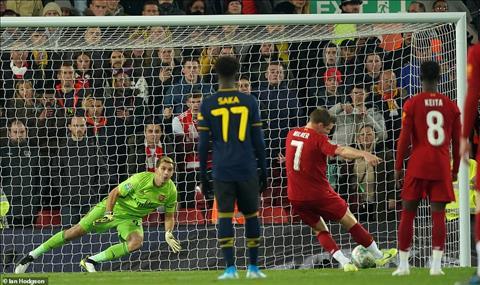 James Milner ghi ban tu cham 11m nhung sau do mac sai sot dan den ban thua cua Liverpool