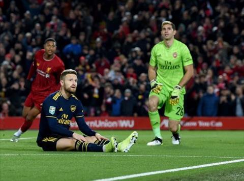 Trung vệ Shkodran Mustafi mắc sai lầm trước Liverpool hình ảnh