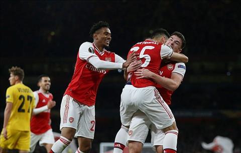 Arsenal thang Standard Liege