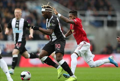 Newcastle vs MU Fred tranh chap
