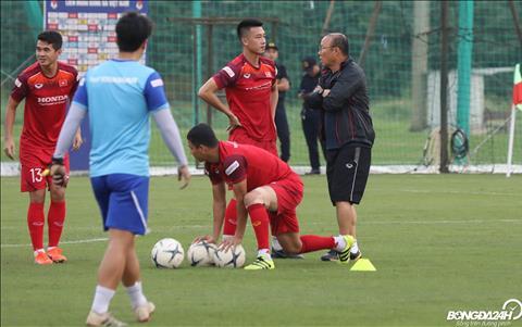 Thay Park cung hoi rieng Huy Hung, cau thu tung ghi ban vao luoi DT Malaysia tai Bukit Jalil hoi AFF Cup 2018.