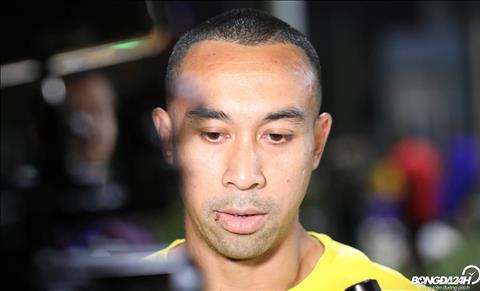 Tien dao chu luc Talaha tra loi phong van truoc gioi truyen thong Malaysia truoc buoi tap.
