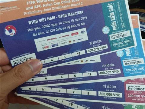 Vé chợ đen Việt Nam vs Malaysia một chỉ vàngcặp hình ảnh